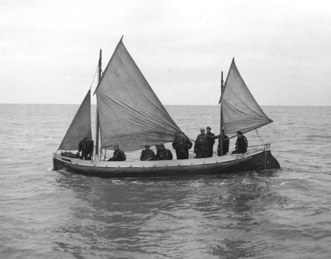 De reddingsboot L.A. Buma kent een lange geschiedenis en heeft de afgelopen jaren een uitgebreide metamorfose ondergaan bij het garnalenfabriekje in de werf van Moddergat.