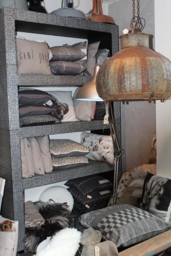 Oktober is woonmaand bij Friesland Post. Wij zetten voor u een aantal leuke woonwinkels in Fryslân op een rij.