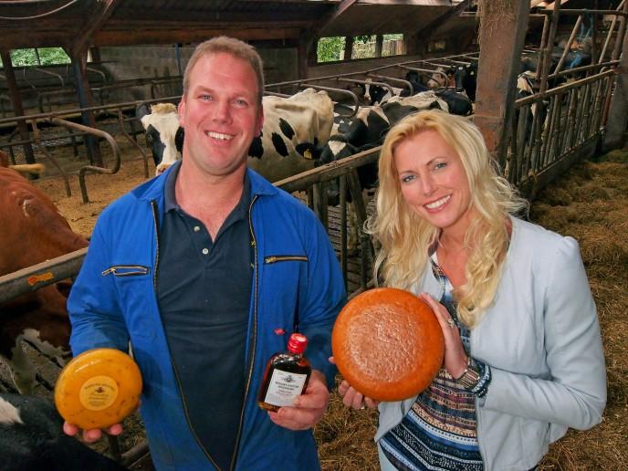 Friesland Holland, het bureau voor toerisme van Fryslân, ziet in streekproducten dé topattractie voor de provincie Fryslân. Daarom zetten de Friezen het zusje van het Hollandse kaasmeisje Frau Antje in, oftewel Frau Wietske.