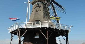 Met veel creativiteit en inzet bliezen studenten van de Noordelijke Hogeschool Leeuwarden de oude molen van Ameland nieuw leven in. Molen 'De Verwachting' kan vanaf nu ook door middel van een generator windenergie opwekken.