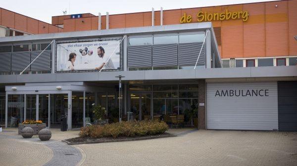 Het ziekenhuis De Sionsberg in Dokkum gaat dicht. Zorggroep Pasana vraagt woensdag het faillissement aan.