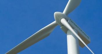 Coalitiepartijen PvdA en CDA van de provincie Fryslân willen een windmolenpark in het water.