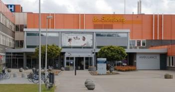 Goed nieuws voor ziekenhuis De Sionsberg. Het ziekenhuis in Dokkum blijft bestaan dankzij zorginstelling ZuidOostZorg in Drachten.