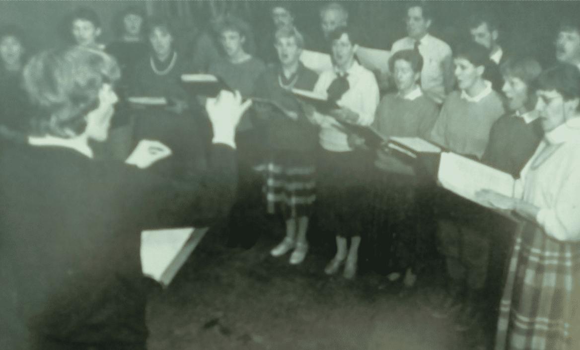 Drachsterkoor met dirigent Eeuwe Zijlstra