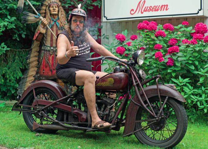 Het motorparadijs van Tony Leenes