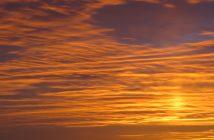 Lezersfoto van een oranje avondlucht