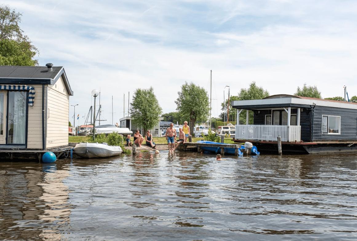 Watersporters komen de haven niet meer uit!