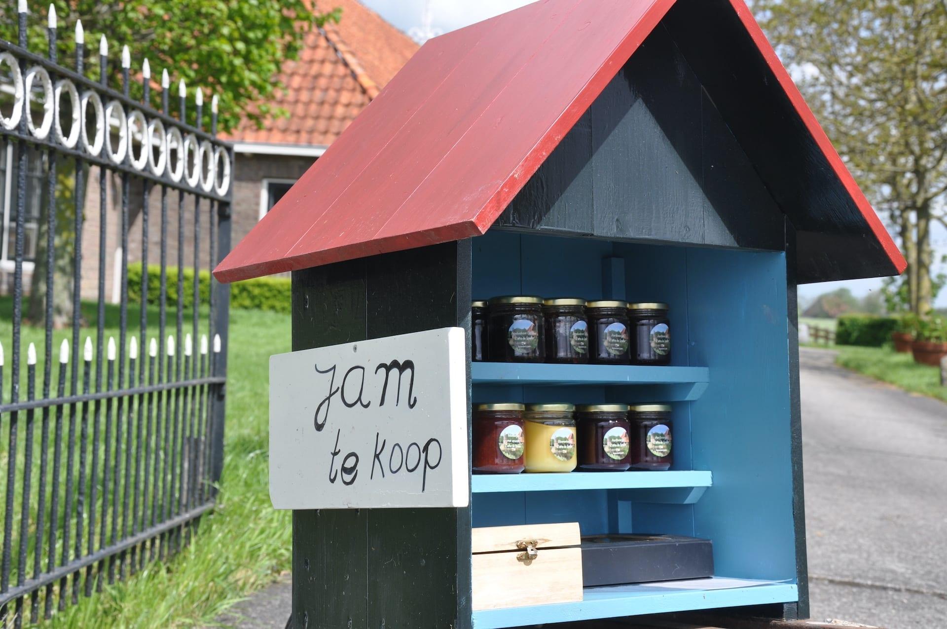 Verkoopstalletjes langs de weg in Fryslân